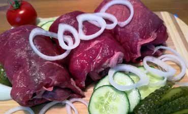 Unser Rindfleisch ist von allerhöchster Qualität und bestem Geschmack, denn gesunde und artgerecht gehaltene Tiere sorgen für hervorragende Fleischqualität und Nachhaltigkeit.